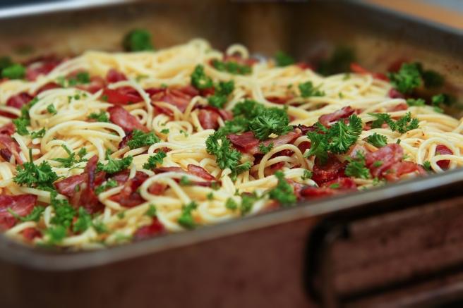 Spaghettí með ofnbökuðu beikoni í hvítlauksolíu