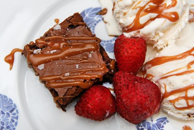 Brownies með saltri karamellusósu