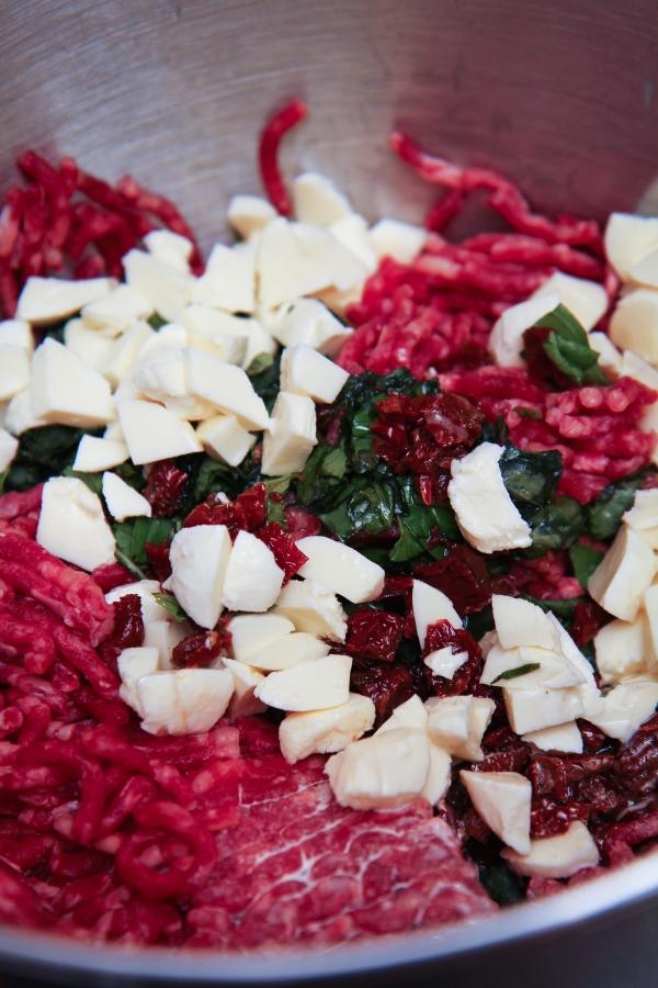 Kjötbollur með mozzarella og basiliku