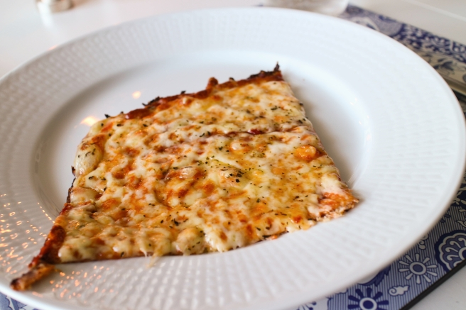 Pizza með blómkálsbotni